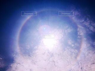 自然,空,屋外,太陽,雲,虹,レインボー,光,キラキラ,ハロ,天気,レア,暈,ラッキー,幸運,気象,光の輪,光学現象,虹の輪,ヘイロー