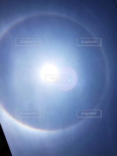 自然,空,屋外,太陽,青空,虹,光,日暈,ハロ,明るい,天気,レア,暈,幸運,気象,気象現象,光の輪,光学現象,虹の輪,光の暈