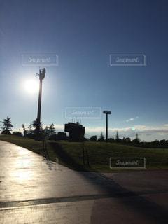 空,太陽,光,スタジアム,明るい,散歩道,日中