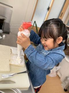 ケーキ作り、奮闘中の写真・画像素材[2920927]