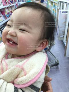 赤ん坊の笑顔の写真・画像素材[2920939]