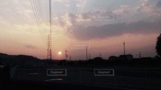 夕暮れ時の都市の眺めの写真・画像素材[2874841]