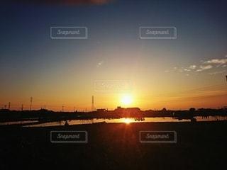 黄金色に輝く空と水田の写真・画像素材[3363055]