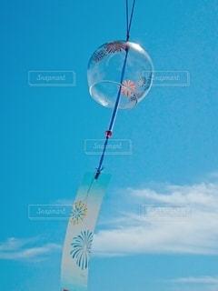 青空に奏でる風鈴の音色の写真・画像素材[3397815]