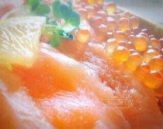 サーモンとイクラの海鮮丼の写真・画像素材[3710941]