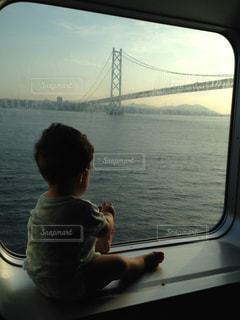 子ども,風景,海,空,橋,太陽,船,光
