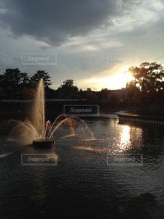 風景,空,屋外,太陽,水面,光,噴水