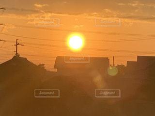 空,屋外,太陽,光,朝焼け,日の出,明るい,出勤前
