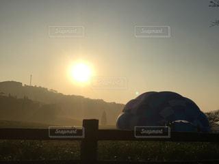 空,太陽,気球,霧,山,光,日の出