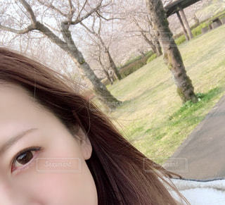 女性,1人,自然,公園,春,自撮り,桜,屋外,ピンク,樹木,人物,人,目,スローライフ,草木,気持ちいい,幸福感,春風