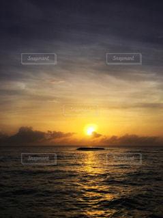 風景,海,空,夏,モルディブ,夕日,海外,太陽,夕暮れ,水面,水平線,光,旅行,夕陽,小島