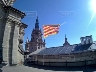 空,建物,夏,屋外,海外,太陽,光,旅行,屋上,旗,美術館,スペイン,バルセロナ,カタルーニャ,広角,広角レンズ,太陽の国,フラグ,カタルーニャ美術館