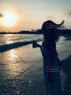 女性,風景,海,空,太陽,ビーチ,海岸,光,サンセット