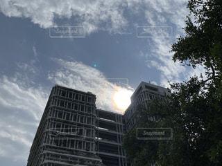 空,建物,屋外,太陽,沖縄,光,樹木,都会,高層ビル,那覇,アーキテクチャ