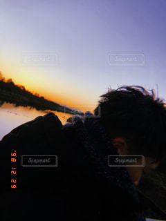 男性,子ども,友だち,1人,自然,空,夕日,群衆,屋外,湖,朝日,ビーチ,川,水面,人,クラウド,カッコいい,黒コーデ