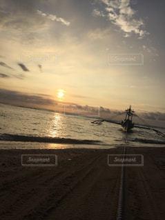 風景,海,空,海外,太陽,ビーチ,ボート,島,砂浜,夕暮れ,水面,光,旅行,旅,iphone,サンセット,孤島