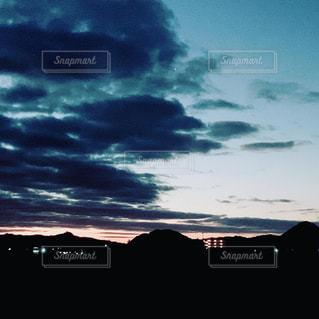 風景,空,屋外,太陽,光,初日の出,くもり