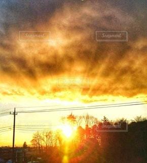 空,屋外,太陽,雲,夕焼け,夕暮れ,景色,光,樹木,日の出,クラウド