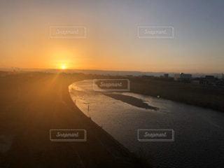 自然,風景,空,太陽,夕焼け,夕暮れ,川,水面,景色,光,夕陽