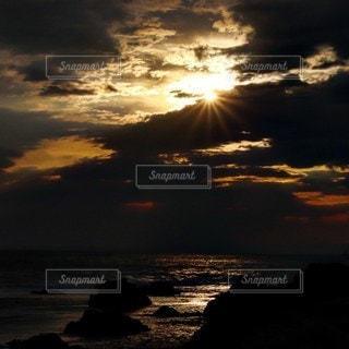自然,海,空,太陽,雲,夕暮れ,暗い,光