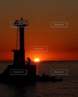 風景,海,空,屋外,太陽,夕暮れ,光,灯台