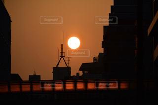 空,夕日,屋外,太陽,夕暮れ,シルエット,光,都会