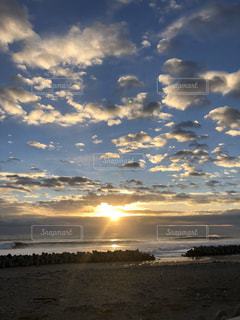 風景,空,太陽,サーフィン,ビーチ,雲,きれい,水面,海岸,光,清々しい,ふわふわ,朝,日の出,早朝,太平洋,福島県,再生,日中,復興,目覚め,期待,わくわく,もくもく,松川浦,新たな,午前,沿岸,リスタート,立ち直る,生まれ変わる,刷新,ご支援ありがとうございます