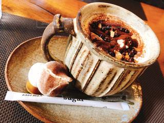 テーブルの上のコーヒー1杯の写真・画像素材[2892068]