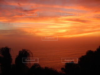 自然,風景,空,夕日,太陽,雲,夕暮れ,オレンジ,光,南の島,母島,小笠原