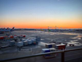 空,屋外,太陽,朝日,夕暮れ,オレンジ,光,空港,日の出