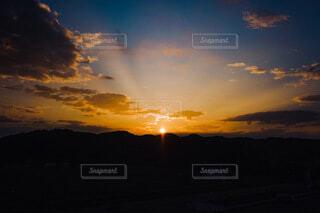 旅の途中で見た朝日の写真・画像素材[4737534]