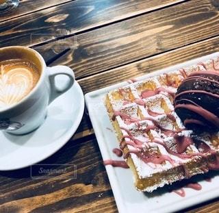 食べ物の皿とコーヒーの写真・画像素材[2895687]