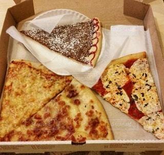 食べ物,飲み物,ニューヨーク,チーズ,料理,NY,おいしい,チョコ,バジル,出前,トマトソース,宅配,テイクアウト,ファストフード,ピザ,デリバリー,お持ち帰り,モッツァレラチーズ,デザートピザ