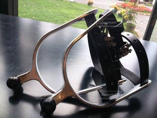 木製のテーブルとお洒落なアクセの写真・画像素材[2902069]
