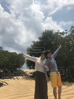 浜辺に立っている人の写真・画像素材[2914422]