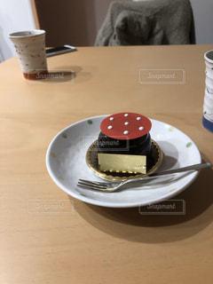 ケーキとコーヒーの一皿の写真・画像素材[2932038]