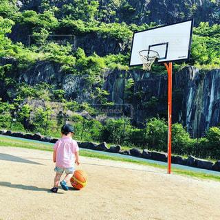 公園,スポーツ,屋外,晴天,後ろ姿,かっこいい,子供,バスケ,運動,少年,2歳,ドリブル