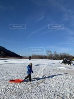 子ども,自然,アウトドア,空,冬,スポーツ,雪,屋外,山,人物,スキー,ゲレンデ,レジャー,スノーボード,日中