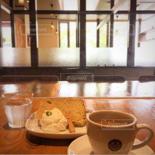 テーブルの上でコーヒーを一杯の写真・画像素材[2931282]