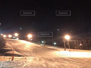 空,冬,夜,雪,屋外,人物,スキー,明るい,ナイター,斜面,景観,板,スノー
