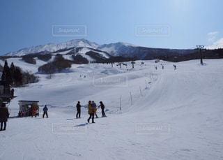 自然,風景,アウトドア,空,冬,スポーツ,雪,屋外,晴れ,山,人物,スキー,ゲレンデ,コース,レジャー,スキー場,リフト,スノーボード,斜面,日中,久々