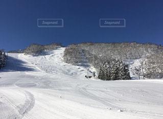 自然,アウトドア,空,冬,森林,スポーツ,雪,屋外,雪山,山,人物,スキー,ゲレンデ,コース,レジャー,リフト,スノーボード,斜面,日中