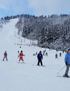 風景,アウトドア,スポーツ,雪,屋外,晴れ,山,人物,人,スキー,ゲレンデ,レジャー,スキー場,リフト,スノーボード,斜面,ライン,ウインタースポーツ,スキーヤー,雪面