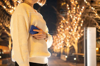 女性,恋人,友だち,1人,風景,夜景,イルミネーション,人,財布,グランフロント大阪