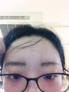 アイブローが汗でにじむ女性の写真・画像素材[3299494]