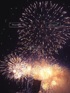 夜空の花火の写真・画像素材[2906701]