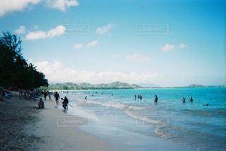 ビーチと人の写真・画像素材[2906702]