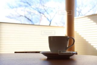 テーブルでコーヒーを一杯の写真・画像素材[2908572]