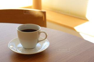 テーブルでコーヒーを一杯の写真・画像素材[2908571]