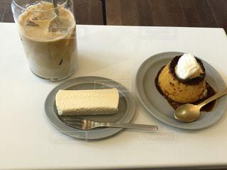 テーブルの上でコーヒーを一杯の写真・画像素材[2910639]